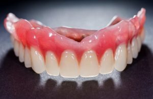 A top arch of full dentures.